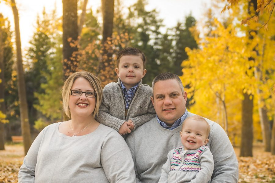 3 great colours to wear during a calgary winter family photography session